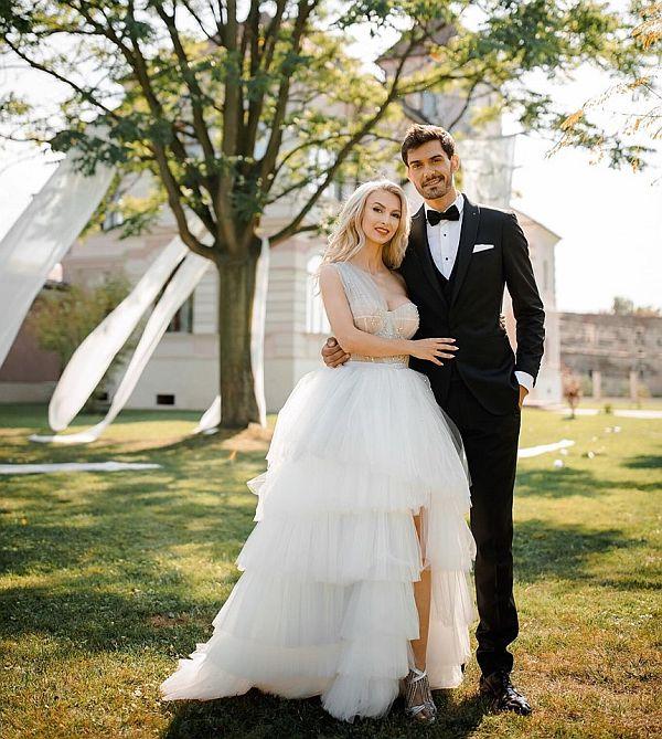 Andreea si George Burcea au realizat o sedinta foto in haine de mire si mireasa inainte de nunta lor