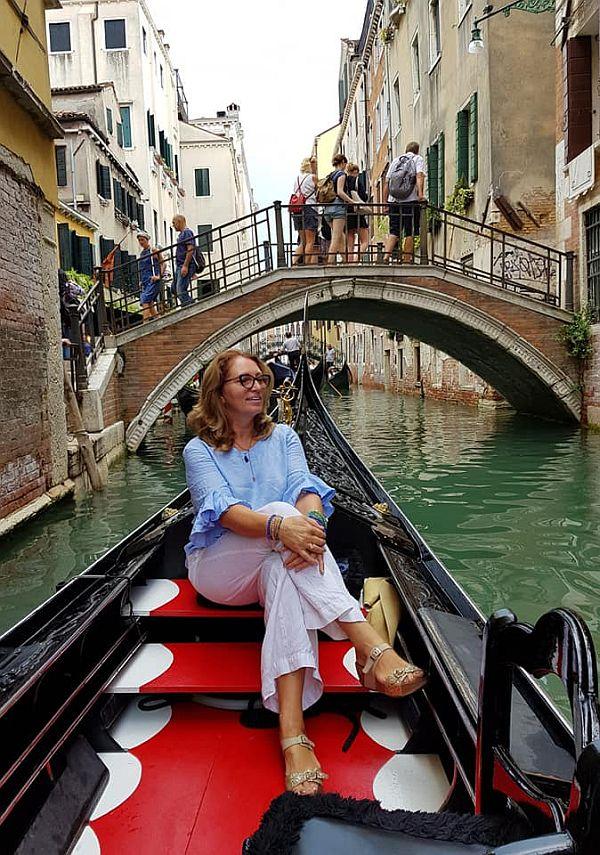 Florina Marcuta a inchiriat o gondola si s-a plimbat la Vanezia