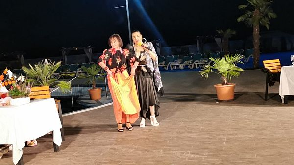 Marina Voica a dansat pe melodiile lautaresti ale Corneliei Catanga la casa Don pedro de pe Autostrada A 1, km 45.
